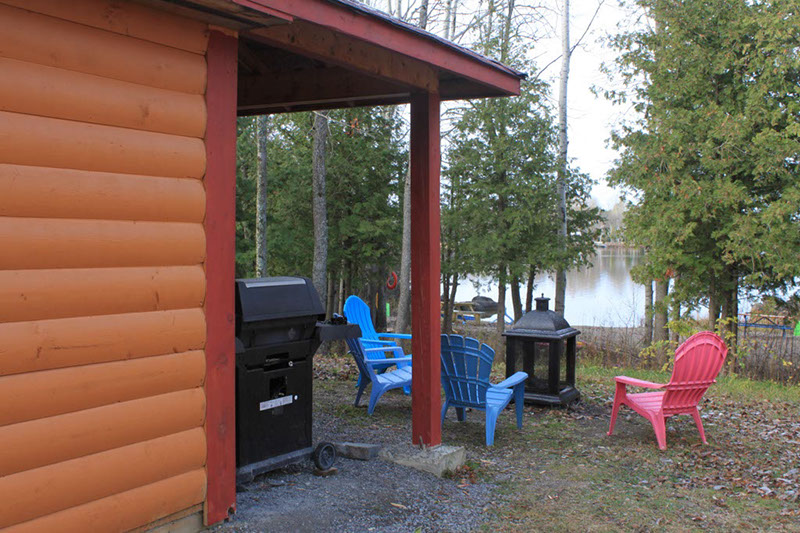 Cottage #6. Picnic spot with BBQ and Fireplace.